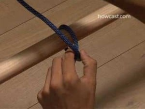 How to tie a clove hitch. Boat licence Sunshine Coast, Maroochydore